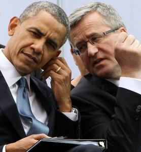 PASLAPTYS. Barakas Obama pastaruoju metu turi apie ką pasišnekėti su Lenkijos prezidentu Bronislavu Komorovskiu. EPA-Eltos nuotr.