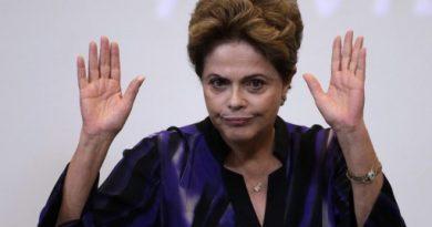 Brazilijos prezidentė Dilma Rusef kaltinama taikiusi neteisėtas apskaitos procedūras ir manipuliavusi biudžeto duomenimis, kad nesimatytų, jog ekonomiką ištiko nuosmukis. EPA-Eltos nuotr.