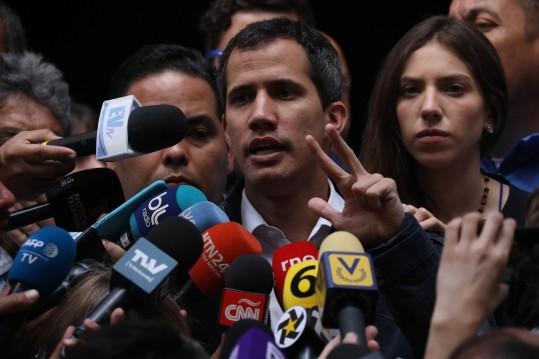 Venesueloje susidūrė galingųjų interesai (video)