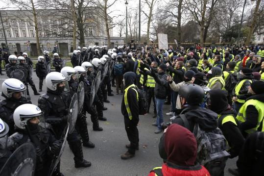 Tradicinė Prancūzija išeina į gatves (video)