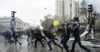 """""""Demokratija"""" Paryžiaus gatvėse"""